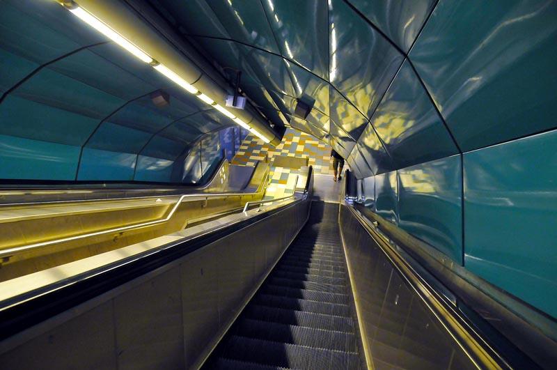 Escalator du métro de Marseille. Image © François Nagot.