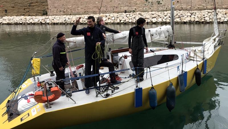 Le voilier d'Olivier Brisse au départ de Marseille.