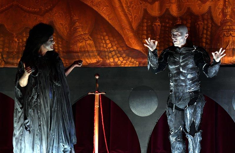Katia Abbou et Vincent Bexiga introduisent Don Pasquale. © Marc Ginot.