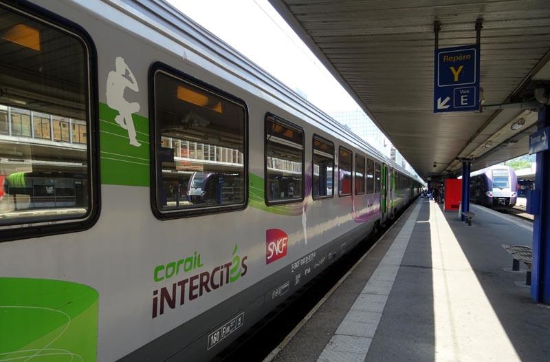 Train Corail Intercités en gare de Grenoble.