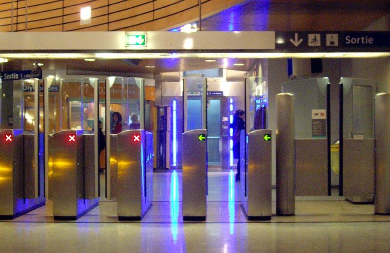Accès station ligne 14 du métro parisien.