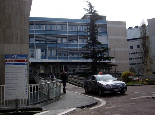 entrée de l'hôpital des Quinze-Vingts à Paris.