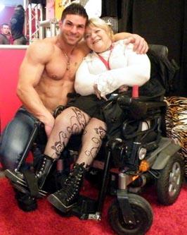Yvette Boyer et un 'gogo-boy'
