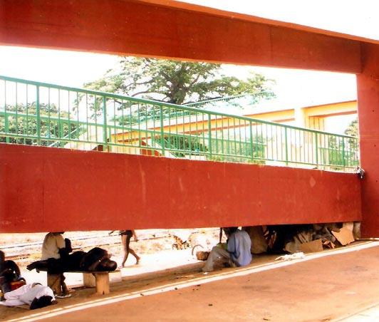 la passerelle de Donaka à Conakry, Guinée.