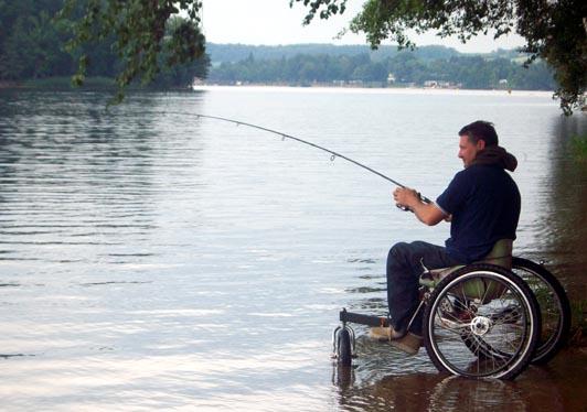 Handipêche au lac des Settons dans le Morvan.