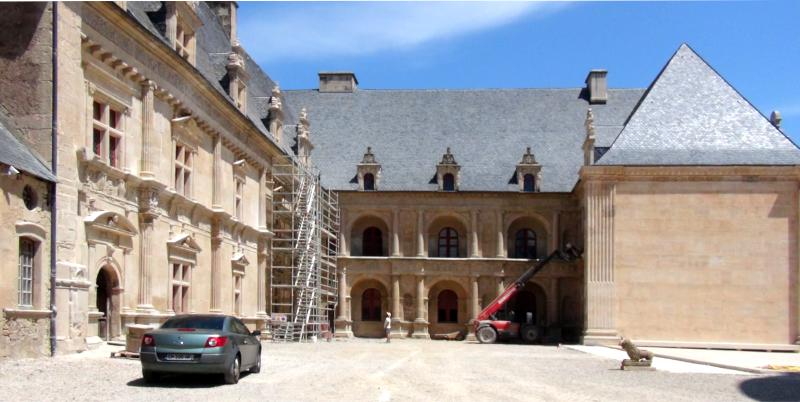 Accès en voiture pour les visiteurs handicapés du château de Bournazel