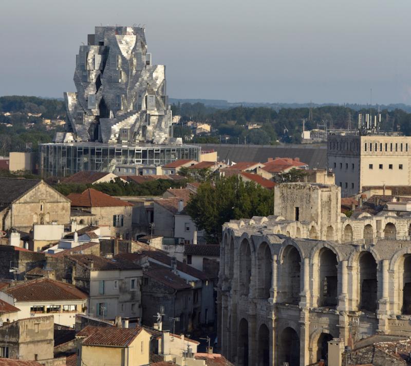 Arles Arènes & tour Gehry