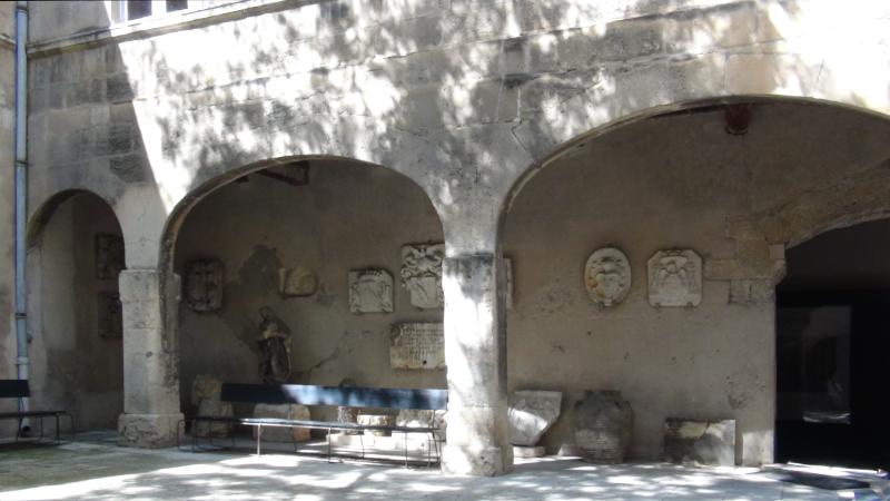 Cour du musée Réattu d'Arles ©Yanous.com