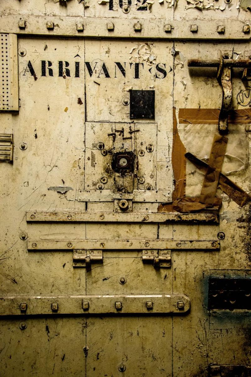 Porte d'une cellule de l'ancienne maison d'arrêt d'Avignon ©François Nagot - Alliage