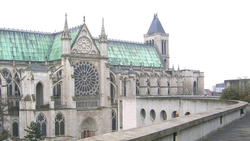 Basilique de Saint-Denis depuis l'immeuble de l'Humanité conçu par Oscar Niemeyer ©Yanous.com
