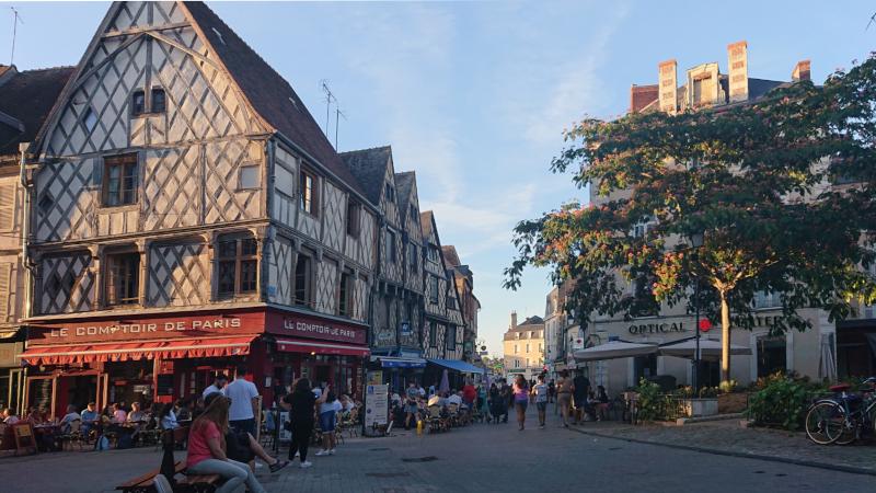 Bourges, la place Gordaine