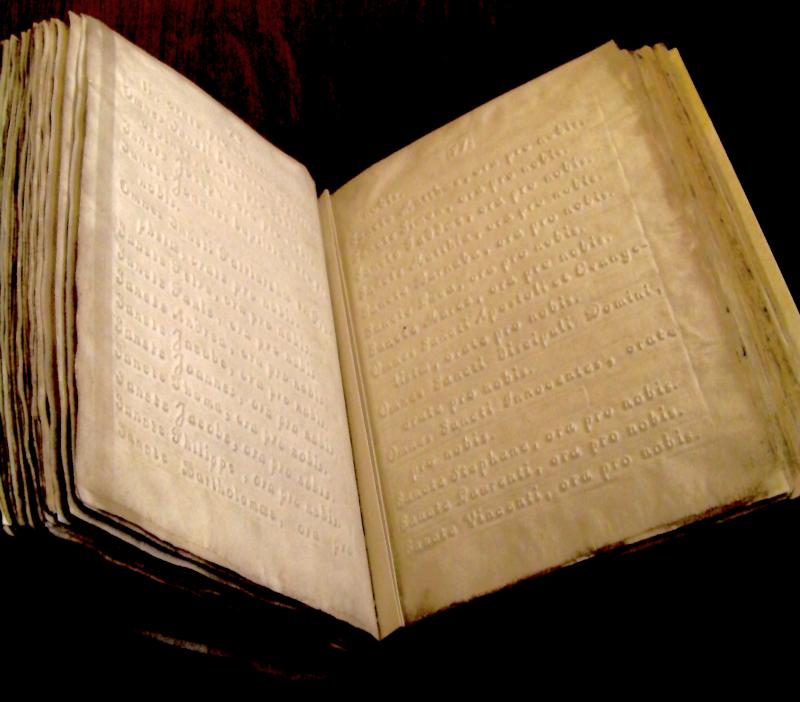 Cassel, musée de Flandre - livre de prières pour aveugle, 1825, texte en relief