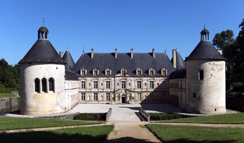 Château de Bussy-Rabutin, façade sur cour © Colombe Clier - Centre des monuments nationaux