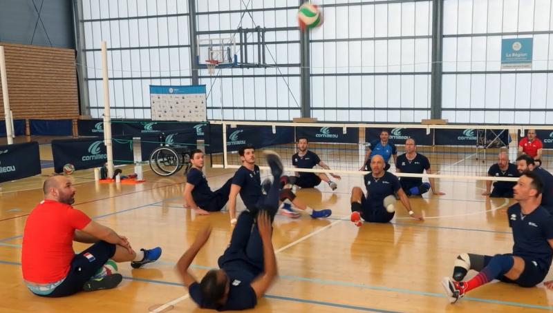 Entrainement de volley assis