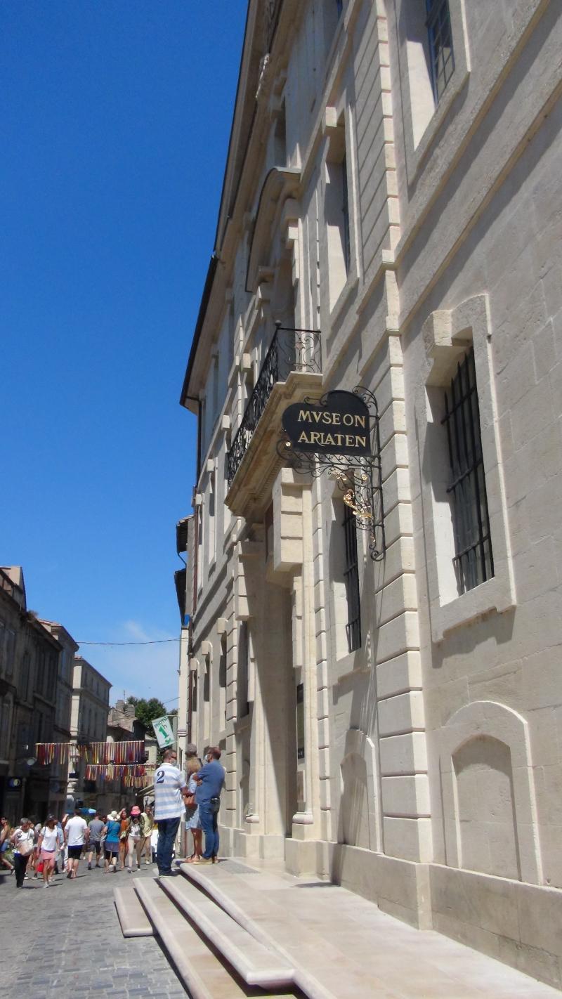 Entrée du musée Arlaten d''Arles