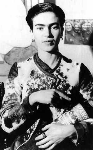 Frida Kahlo, photographiée en 1933 à New York City par Lucienne Bloch