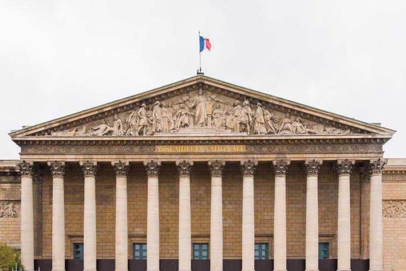 Fronton de l'Assemblée Nationale ©Pascale Gueret - AdobeStock_180960829