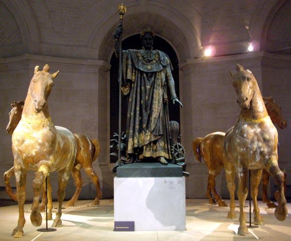 Installation 'napoléonienne' d'Hüseyin Alptekin au Palais des Beaux-Arts de Lille.
