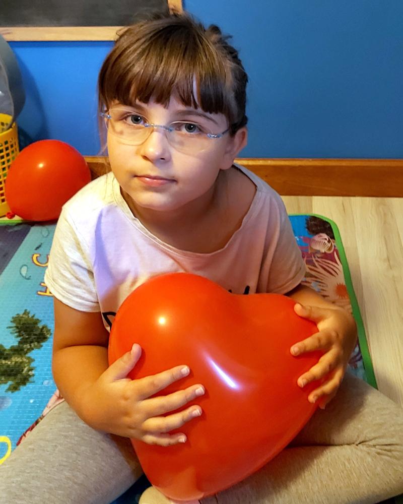 Jade et son ballon-coeur