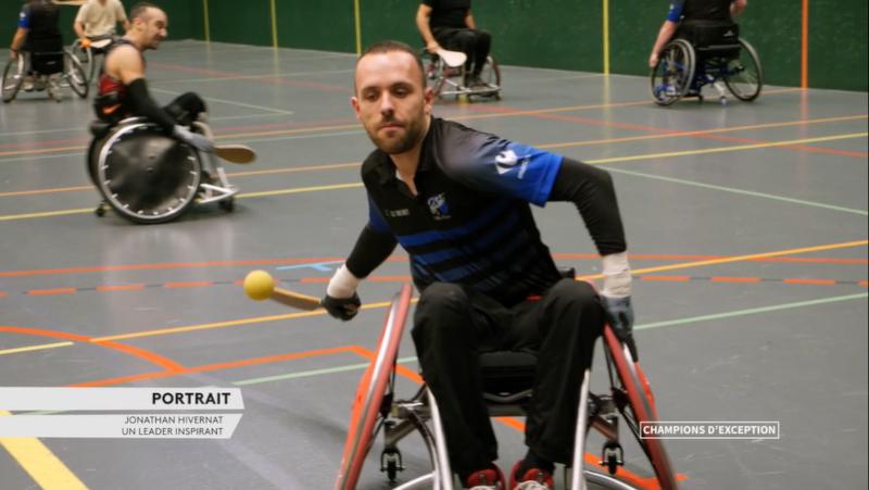 Jonathan Hivernat pratique la pelote basque fauteuil roulant