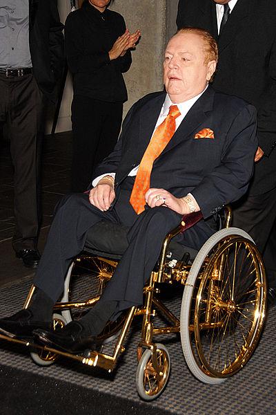 Larry Flynt en novembre 2009 sur son fauteuil plaqué or ©Glenn Francis www.PacificProDigital.com