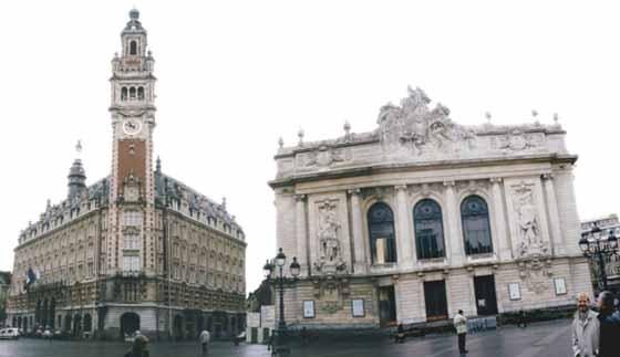 Lille : Beffroi de la Chambre de Commerce, et Opéra.