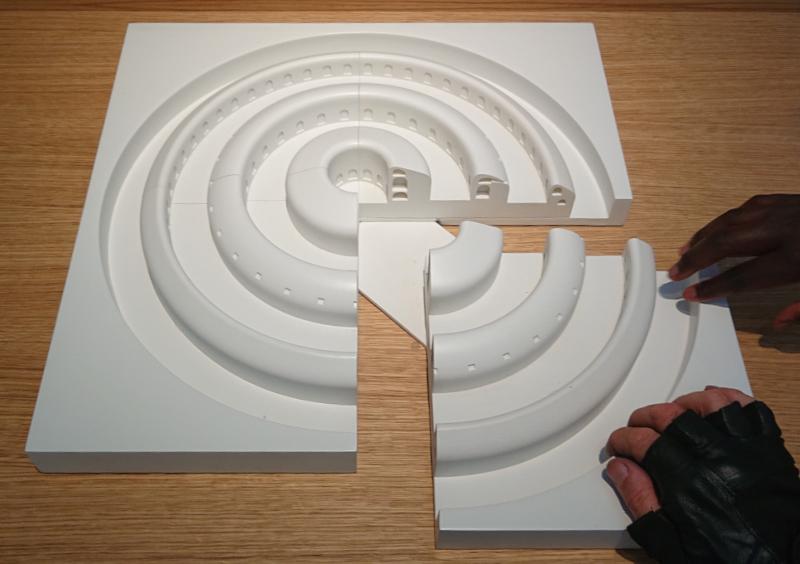 Maquette tactile d'un projet de fort militaire circulaire ©Yanous.com