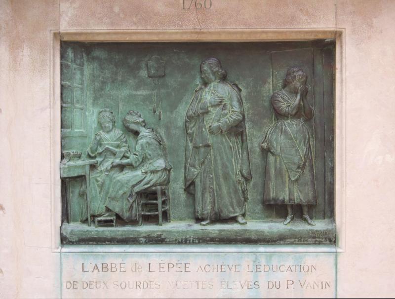 Paris INJS Statue Abbé de l'Epée relief Education ©Yanous.com