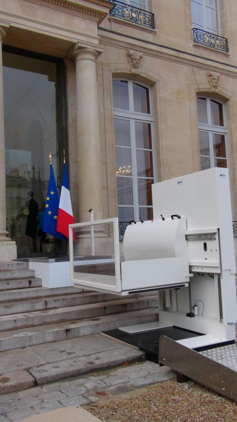 Toujours pas d'accessibilité en autonomie au palais de l'Elysée, siège de la la Présidence de la République...
