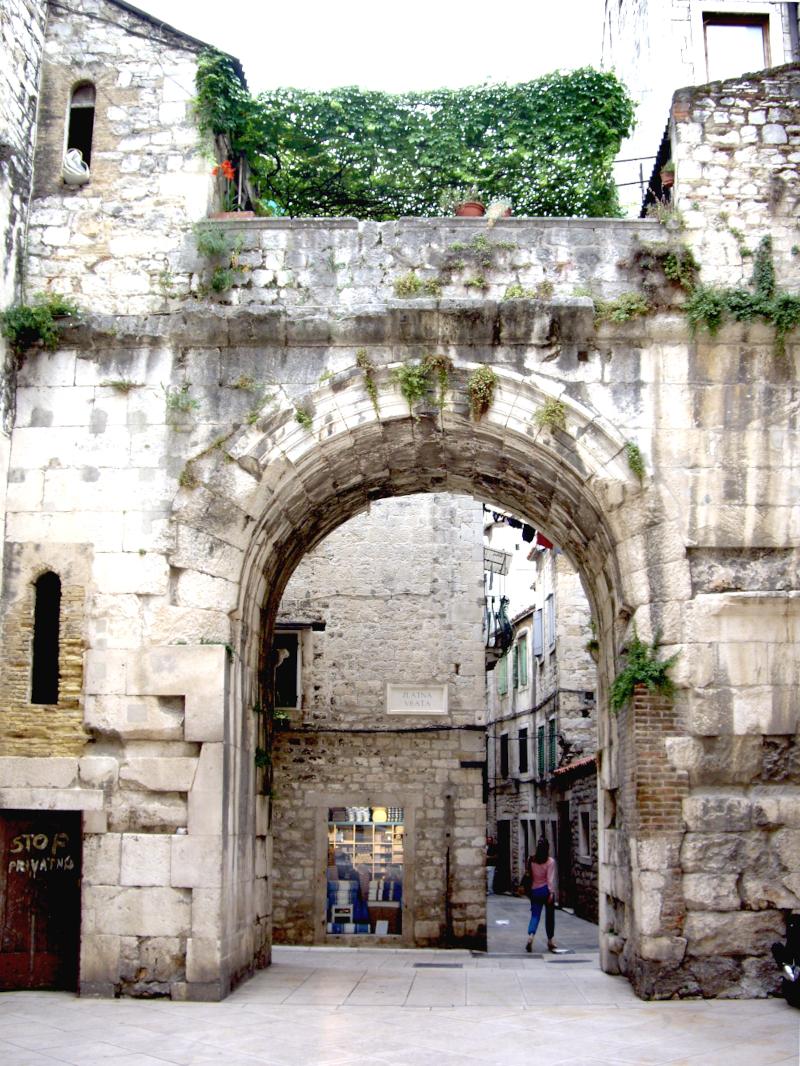 Porte nord du palais de Dioclétien à Split  ©Yanous.com