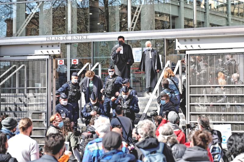 Procès de Toulouse, les policiers bloquent l'accès au palais de justice