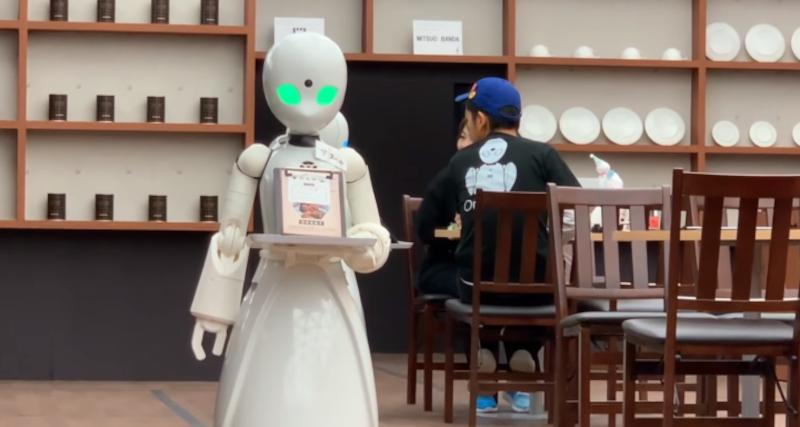 Robot servant du café