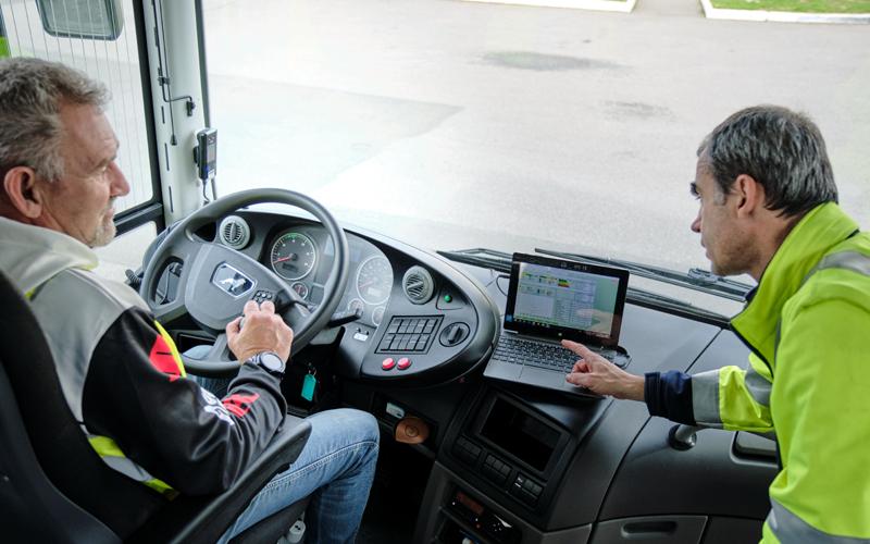Séance d'apprentissage de la conduite ©David Bignolet