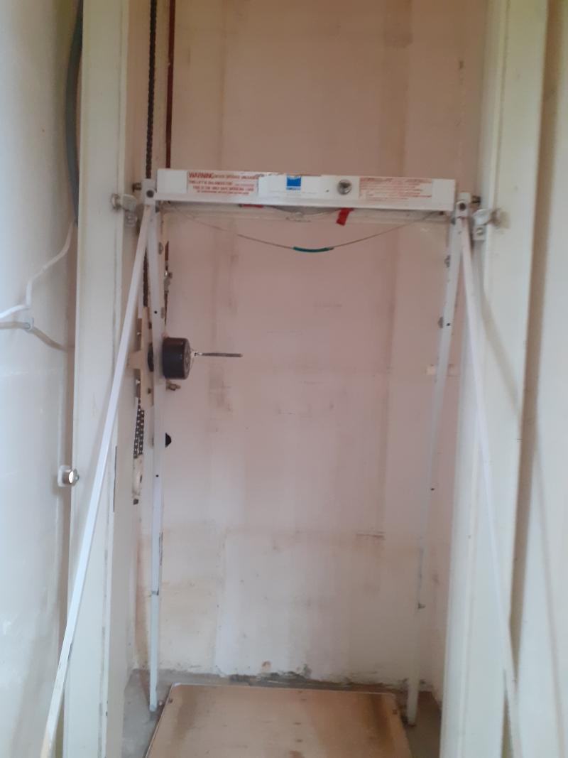 L'ascenseur à manivelle de la maison de Thierry De Koninck