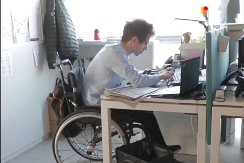 Tom Rousset au bureau