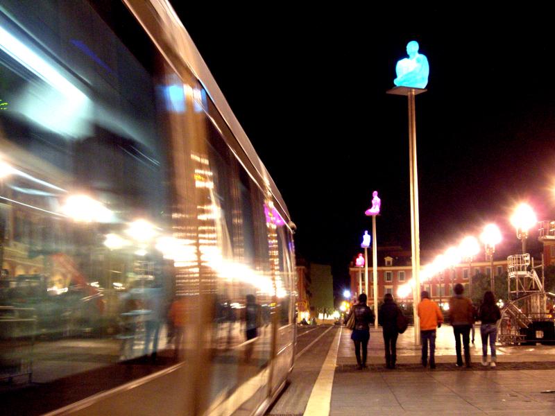Tramway sur la place Masséna à Nice