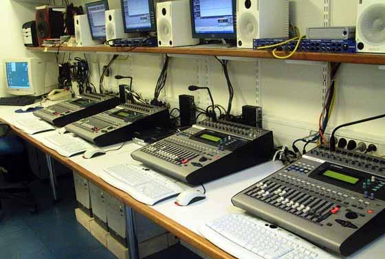 Studio d'enregistrement de livres sonores au siège de l'A.V.H à Paris