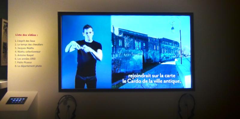 Visio LSF au musée Réattu parallèle d'Arles ©Yanous.com