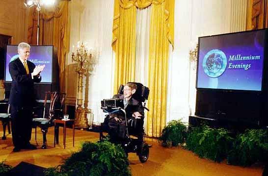 Stephen William Hawking reçu par William Jefferson Clinton à la Maison Blanche.